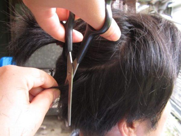 自己流で旦那の髪を切るその2