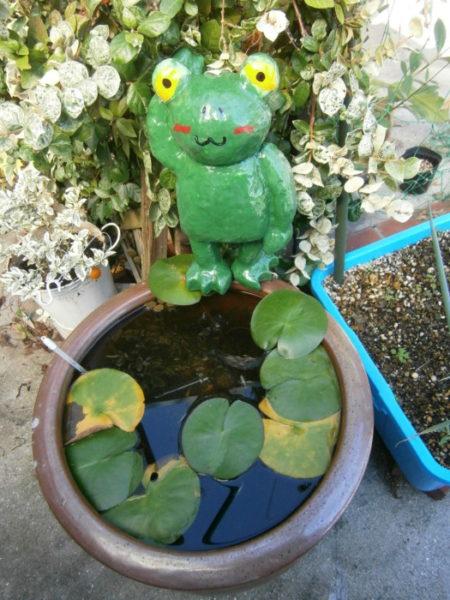 カエルの置物をDIYで作る・後編【お庭をカオスに計画】