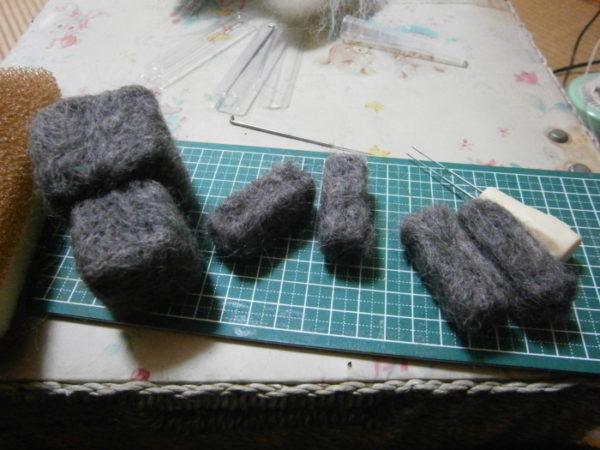 色々記念にマイクラ版ししゃもを羊毛フェルトで作る。