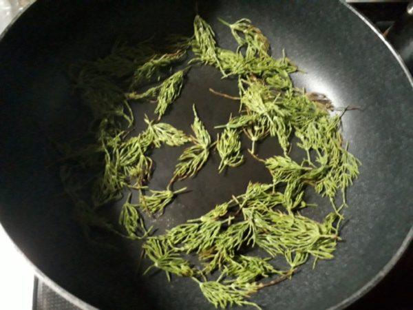 自家製スギナ茶を作ってみた