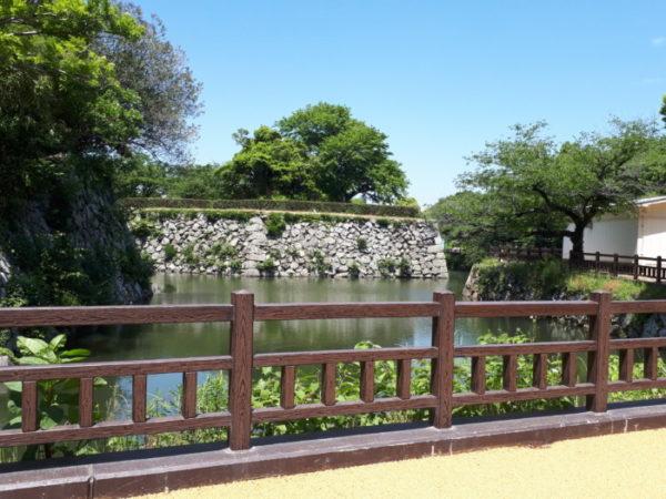 姫路市立動物園に行ってきた。園内のお堀