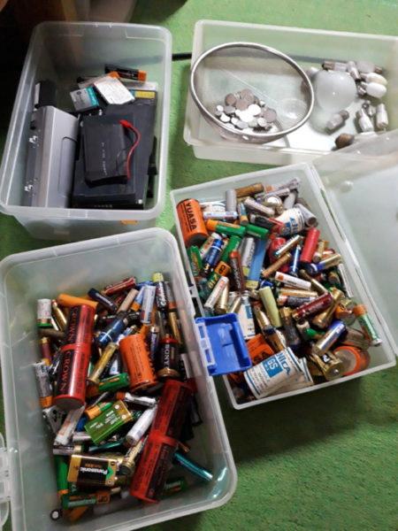 亡き父のゴミ屋敷片付け、電池