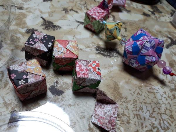 折り紙のくす玉飾り