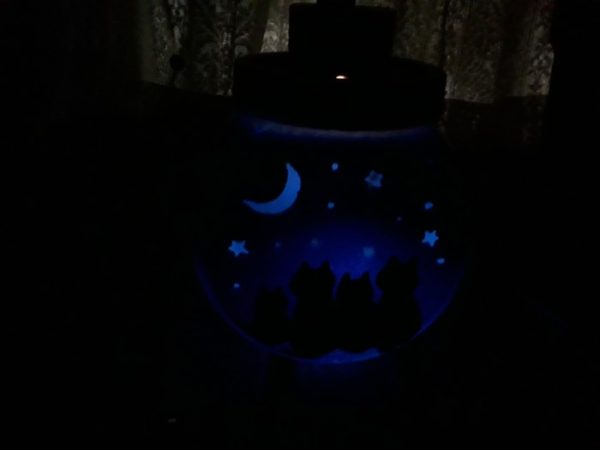 """""""夜空を見上げる猫たち""""のソーラーライトのランタン作ってみた"""