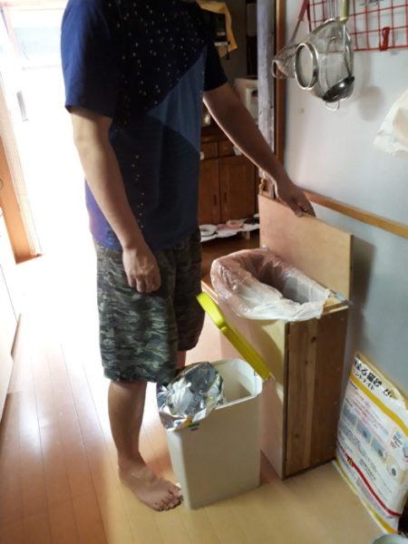 旦那の最近の日曜大工( ・∀・)その1【45lのゴミ袋をセットして楽に捨てれる大きいゴミ箱】