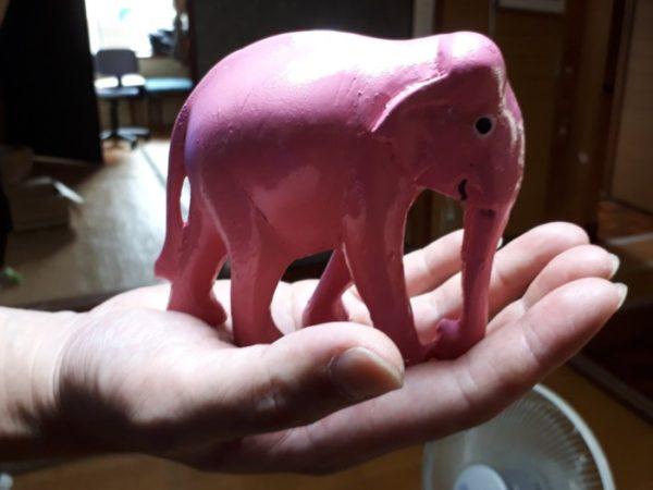 ぷっこ家の表札をDIY。【ガラス板にステンシルで+ピンクの像】