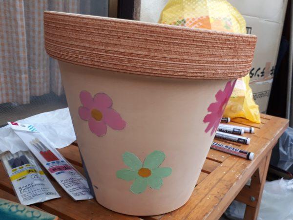 シンプルな植木鉢に、RIPNDIPの中指を立てる猫っぽいラクガキしてリメイクしてみた