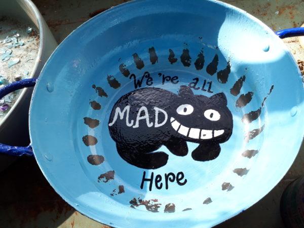 不要な鍋をアップサイクルして、猫のソーラーライトにしてみた件。