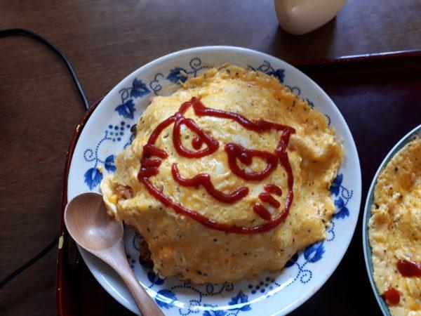 オムライスにケチャップで描く猫のイラストが上手な旦那