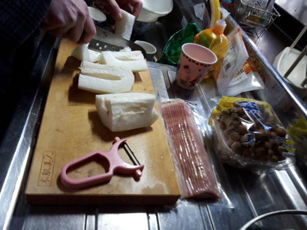 イノシシ肉いただいたので、トマトスープで煮込んでみる【手軽にジビエ料理】