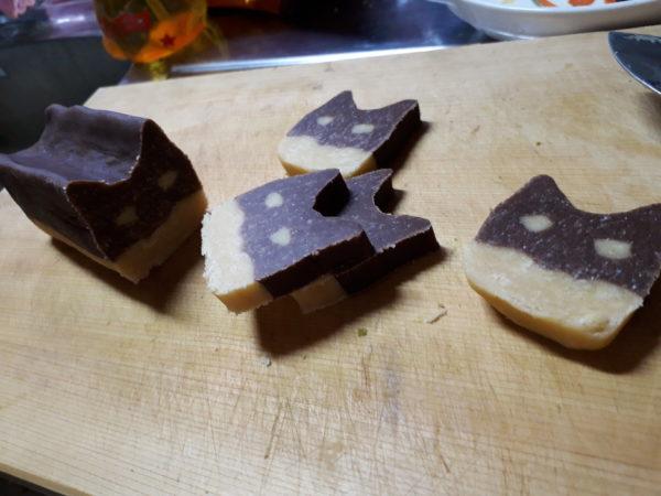 """バレンタインデーに、""""灰色猫サビ猫と黒柴犬のカワイイお尻アイスボックスクッキー""""作ってみた。"""