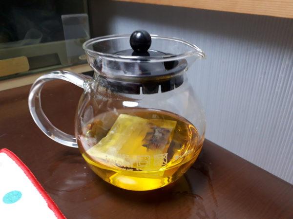 久しぶりの自家製茶。クチナシの実をお茶にしてみた、薬草茶、