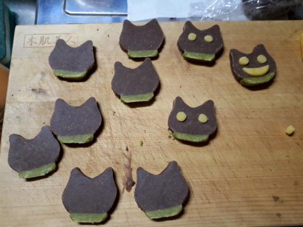 野菜パウダーで灰色猫ししゃもと黄色猫きなことサビ猫しめじと縞三毛猫なめこの顔とお尻クッキー作ってみた