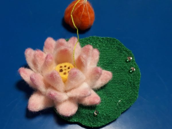 羊毛フェルトで精霊馬のお盆飾り作ってみたよ(* ̄▽ ̄)ノ【キュウリ馬・ナス牛・ホオズキ・ミニトマト・蓮の花・アサガオのモビール ×2】その3